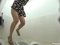 hot voyeur peeing video